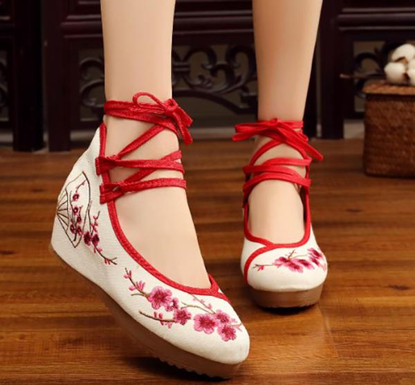 Giày cổ trang Trung Quốc